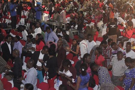Crowd-at-Alabanza